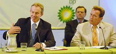 Арнольд Шварценеггер и Тони Блэр на совместной пресс-конференции (фото с сайта www.dni.ru)